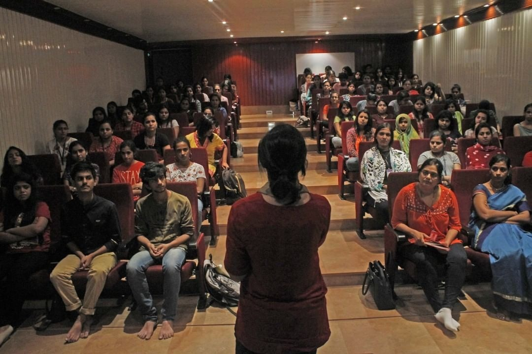 Vipassana Research Institute (V.R.I.) organized an Industrial tour for B.A., M.A students, Research Scholars, Teachers and Faculty from V.G. Vaze college and Dept. of Applied Psychology and Counselling Center, University of Mumbai; summing up to 85 headcounts