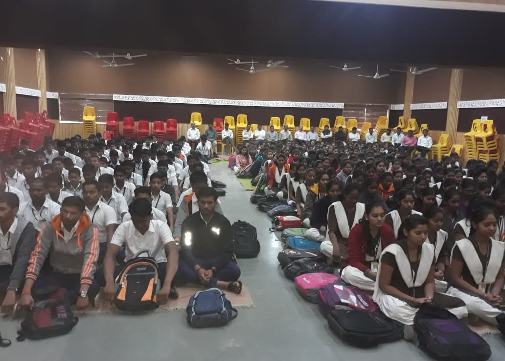 7-01-2019  विद्याधाम प्रशाला शिरुर, Pune dist 350 students and 17 staff attended.